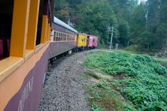 Große rauchiger Gebirgseisenbahn Lizenzfreie Stockbilder
