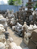 Große religiöse Statuen für Verkauf - Panjiayuan-Antikmarkt Stockbild