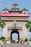 Große rote Anschlagtafelkampagne für Lao Peoples revolutionäre Partei 10. Stockfoto