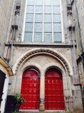 Große rote Türen Lizenzfreie Stockfotografie