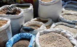 Große Säcke gefüllt mit Hülsenfrüchte stockfoto