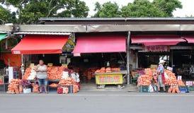 Große Säcke Zwiebeln für Verkauf Lizenzfreie Stockfotografie