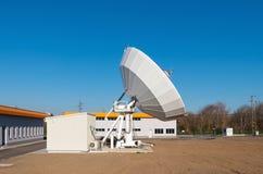 Große Satellitenschüssel Lizenzfreies Stockbild