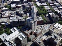 Große schöne Ansicht von Smith Tower-Gebäude lizenzfreie stockbilder
