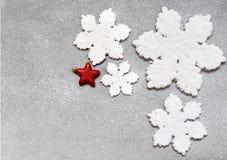 Große schöne Schneeflocke auf einem schwarzen Hintergrund Lizenzfreies Stockbild
