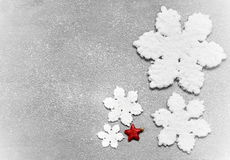 Große schöne Schneeflocke auf einem schwarzen Hintergrund Lizenzfreie Stockfotos