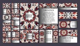 Große Schablonen eingestellt Visitenkarten, Einladungen und Fahnen Blumenmandalamusterverzierungen Orientalischer Entwurf Stockbilder