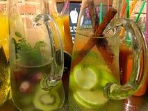 Große Schale des gesunden Getränks lizenzfreie stockfotos