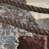 Große Seile, Steine und Wände Lizenzfreie Stockfotos
