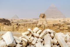 Große Sphinx und Pyramiden von Giza Stockfotografie