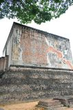 Große Statue des Altbaus im Sri-Kumpel-Tempel ist eine historische Stätte im historischen Park Sukhothai lizenzfreies stockbild