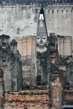 Große Statue von Buddha im Sri-Kumpel-Tempel ist eine historische Stätte im historischen Park Sukhothai lizenzfreie stockfotografie