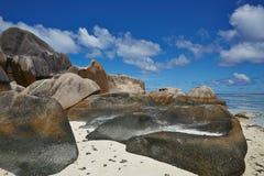 Große Steine und weißer Sand, Seychellen Lizenzfreies Stockbild