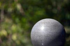 Große Steinkugel Stockbild