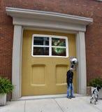 Große Tür und ein Monster Lizenzfreies Stockbild