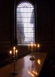 Große Tabelle mit Kerzen Stockbilder