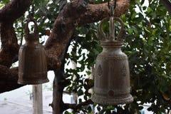 Große traditionelle Glocke zwei am Affeberg Khao Takiab in Hua Hin, Thailand, Asien Stockfotografie