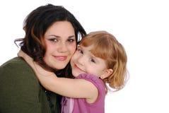 Große Umarmung des Mädchens und des Kindes Lizenzfreie Stockfotos