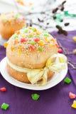 Große und schöne Kuchen für den Frühlingsfeiertag Ostern Stockbild