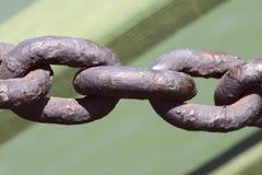 Große Verbindungen der alten Metallkette Hintergrundbeschaffenheit des alten Metalls stockfotografie