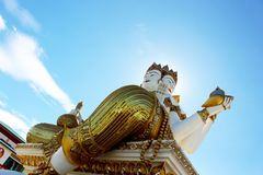 Große weiße Farbe der Gestaltung von Brahma im thailändischen Tempel von Thailand Stockbild