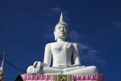 Große weiße Statue Buddha Lizenzfreies Stockfoto