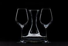 Große Wein-Gläser und Dekantiergefäß Lizenzfreies Stockbild