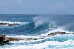 Große Welle auf der atlantischen Küste Stockbild
