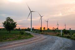 Große Windkraftanlagen der Gruppe Stockbilder
