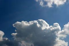 Große Wolke Stockbild