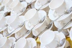 Große Zahl der gestapelten Teacups Lizenzfreie Stockfotos