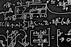 Große Zahl von mathematischen Formeln auf weißem Hintergrund HDR Stockfotos