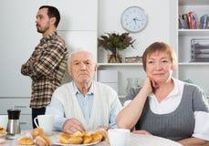 Großeltern und Enkel der Handlung stockfotografie