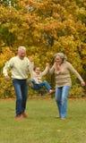 Großeltern und Enkelkind Lizenzfreie Stockfotos