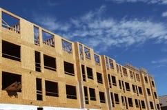 Großer Appartementkomplex im Bau stockbilder