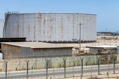 Großer Behälter mit Diesel in Saudi-Arabien lizenzfreie stockfotos