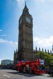 Großer Ben With ein roter Bus Stockfotografie