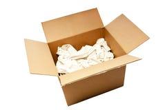 Großer benutzter geöffneter Kasten mit Verpackungs-Papier Lizenzfreies Stockbild