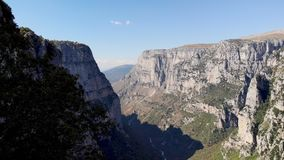 Großer Berg des großen Öffners in Griechenland stock video footage