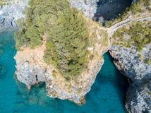 Großer Bogen, Vogelperspektive, Bogen-Felsen, ACRO Magno und Strand, San Nicola Arcella, Cosenza-Provinz, Kalabrien, Italien Stockfotos