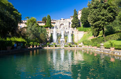 Großer Brunnen in Tivoli Italien Stockbild