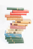 Buchhaufen lokalisiert lizenzfreies stockfoto