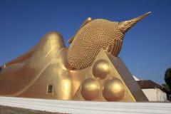 Großer Buddha auf blauem Himmel Lizenzfreie Stockfotos