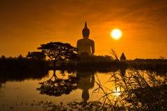 Großer Buddha bei Wat Mung im Sonnenuntergang, Thailand stockbilder