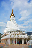 Großer Buddha bei Wat Phra That Pha Son Kaew Stockfotos