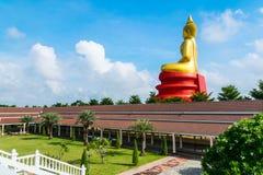 Großer Buddha und bewölkt stockfoto