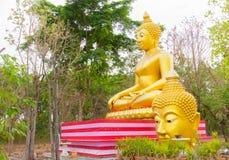 Großer Buddha und Kopf von Buddha-Statue bei Wat Sai Dong Yang Temple Lizenzfreie Stockfotos