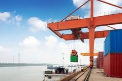 Großer Containerbahnhof stockbild