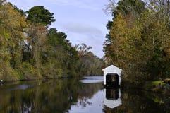 Großer düsterer Sumpf-Kanal lizenzfreies stockbild