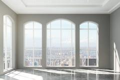 Großer Dachbodeninnenraum mit Stadtansicht Stockbilder